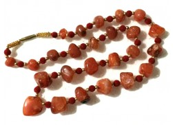 RED CARNELIAN 25 BEADS NECKLACE WITH HEART PENDANT AND VELVET RED BALLS
