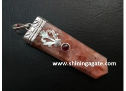 SUNSTONE FLAT STICK PENDANT WITH GARNET